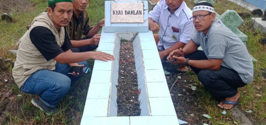 Pengurus Ziarahi Makam Ketua NU Kencong Periode Awal