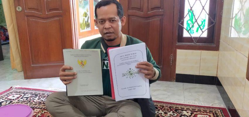 Penyerahan sertipikat SMP Buana Wedoro